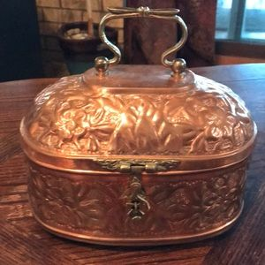 HOST PICK!! 🎉 11/11 Fabulous copper lidded box